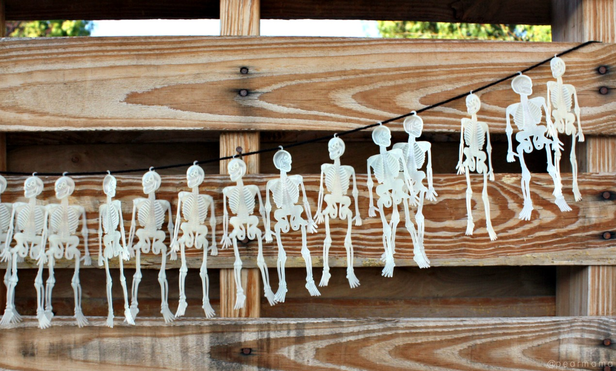 Nobody likes expensive Halloween decorations! Here is a cheap and easy way to make a fun skeleton garland for Halloween from the dollar store.