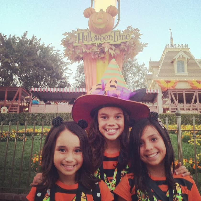 We love the inclusion of Dia de los Muertos + honoring the dead during Disneyland's Halloween Time. Now is the time to come and see the beautiful display!