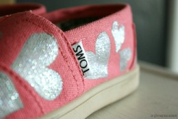 Hopeless Romantic: Glitter Heart TOMS shoes