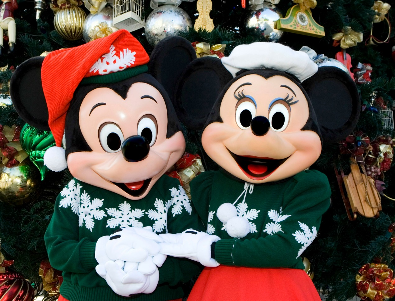 mickey-and-minnie-holiday-attire