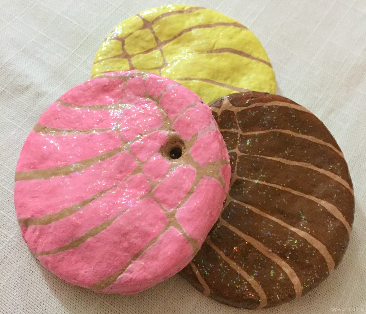 Make salt dough in the shape of everyone's favorite Mexican sweet bread, the concha. This shell-shaped pan dulce makes the cutest Christmas tree ornaments!